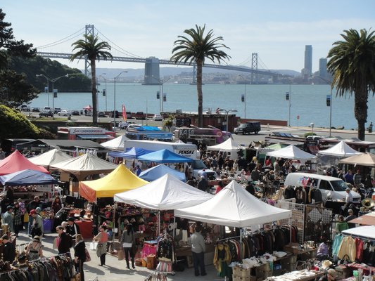 TREASURE ISLAND FLEA1