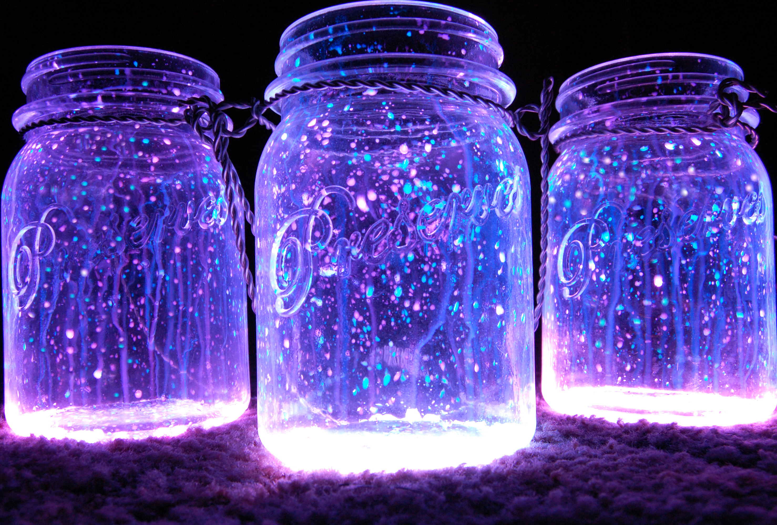 Glowing Trends: Glowing Mason Jars